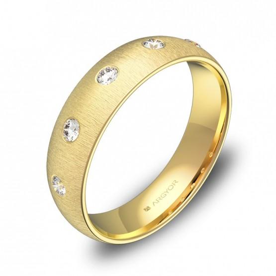 Alianza de media caña gruesa en oro amarillo con diamantes A0150T5BA