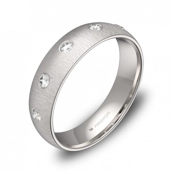 Alianza de media caña gruesa en oro blanco con 5 diamantes A0150T5BB
