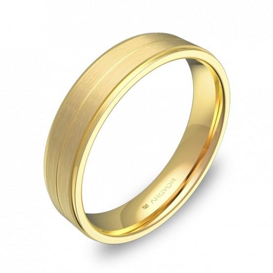 Alianza de boda en oro amarillo plana con ranuras y biseles C1245C00A